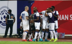 Frederic Piquionne of Mumbai City FC celebrates a goal with teammates during match 3 of the Indian Super League (ISL) season 2  between FC Pune City and Mumbai City FC held at the Shree Shiv Chhatrapati Sports Complex Stadium, Pune, India on the 5th October 2015. Photo by Pal Pillai / ISL/ SPORTZPICS