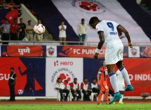 Frederic Piquionne of Mumbai City FC heads into the goal during match 3 of the Indian Super League (ISL) season 2  between FC Pune City and Mumbai City FC held at the Shree Shiv Chhatrapati Sports Complex Stadium, Pune, India on the 5th October 2015. Photo by Vipin Pawar / ISL/ SPORTZPICS