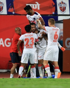 Delhi Dynamos FC players celebrates a goal during match 11 of the Indian Super League (ISL) season 2  between FC Pune City and Delhi Dynamos FC held at the Shree Shiv Chhatrapati Sports Complex Stadium, Pune, India on the 14th October 2015. Photo by Vipin Pawar / ISL/ SPORTZPICS