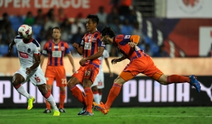 Diego Colotto of FC Pune City in action during match 11 of the Indian Super League (ISL) season 2  between FC Pune City and Delhi Dynamos FC held at the Shree Shiv Chhatrapati Sports Complex Stadium, Pune, India on the 14th October 2015. Photo by Pal Pillai / ISL/ SPORTZPICS