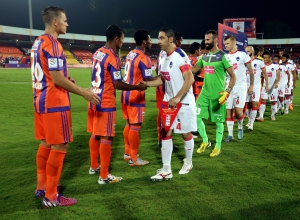 FC Pune City players and Delhi Dynamos FC players shakes hand before the start of the match 11 of the Indian Super League (ISL) season 2  between FC Pune City and Delhi Dynamos FC held at the Shree Shiv Chhatrapati Sports Complex Stadium, Pune, India on the 14th October 2015. Photo by Sandeep Shetty / ISL/ SPORTZPICS