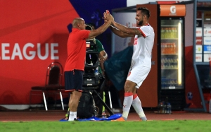Robin Singh of Delhi Dynamos FC celebrates a goal  with Delhi Dynamos FC coach Roberto Carlos during match 11 of the Indian Super League (ISL) season 2  between FC Pune City and Delhi Dynamos FC held at the Shree Shiv Chhatrapati Sports Complex Stadium, Pune, India on the 14th October 2015. Photo by Vipin Pawar / ISL/ SPORTZPICS