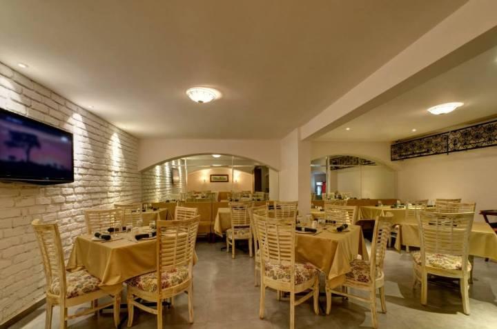Arthur_s_Theme_-_Restaurant.jpg