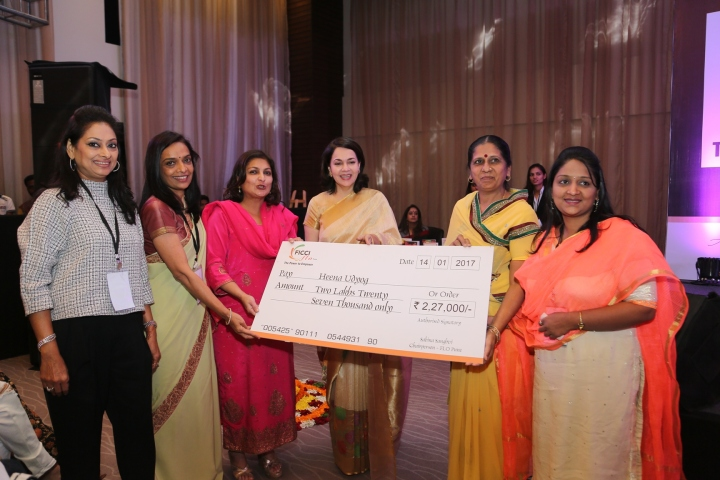 l-r-pinky-varsha-talera-sabina-sanghvi-vinita-bhimbhet-handing-over-the-cheque-to-kesaria-papad-udyog
