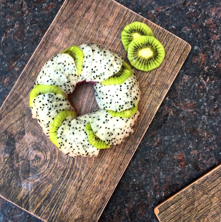 sushi-donut_kiwi-dragon-fruit