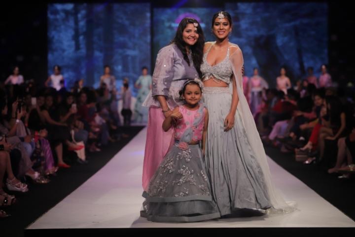 Nia Sharma walks the ramp for Kirti Agarwal at Pune Fashion Week 2017