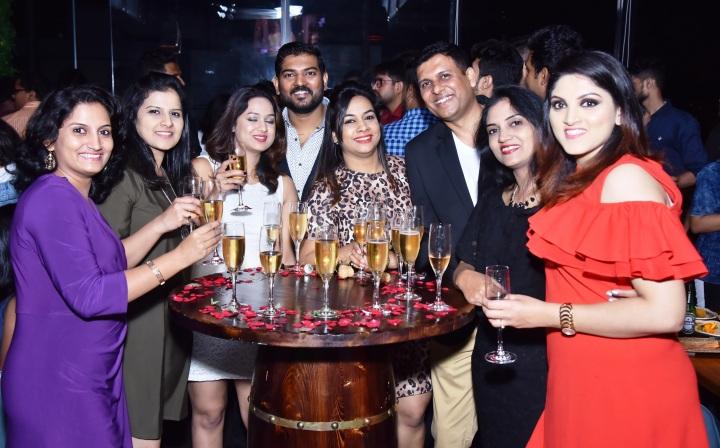 Priyanka Wadkar, Madhura Karpe, Prajakta & Sanathan Waghulkar, Sayali Waghulkar, Chetan Wadkar, Ashwini Kotwal, Sneha Shewale