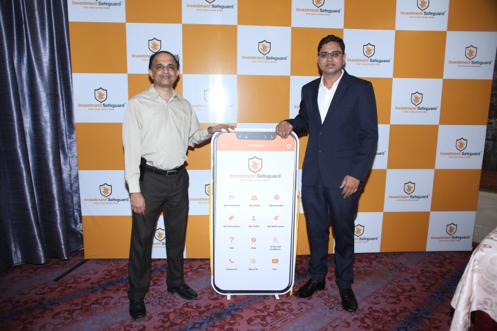 Sandip Sanap, Founder & Director, ISF Technologies Pvt. Ltd & Intellirich Devsoft Pvt. Ltd unveling the app with Mr. Prashant Phatak, Founder & CEO at Valency Networks and AppTrusty