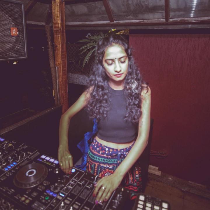 DJ AsheS