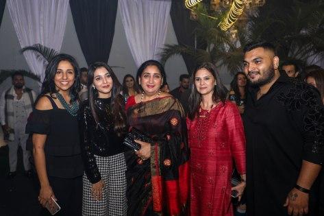 Nivedita Saboo, Eshieta Deosskar, Sunetra Pawar, Anju Deoskar and Manojj Pardeshi