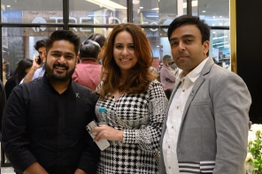 L-R - Aman Kalra, Monisha Bhatia and Kailash Parihar - Kerastase  Head Team members.jpg